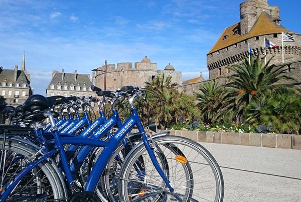 Les vélos bleus à Saint-Malo